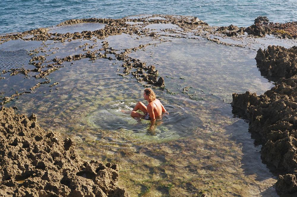12-nusa lembongan - jordan in pool-lr.jpg