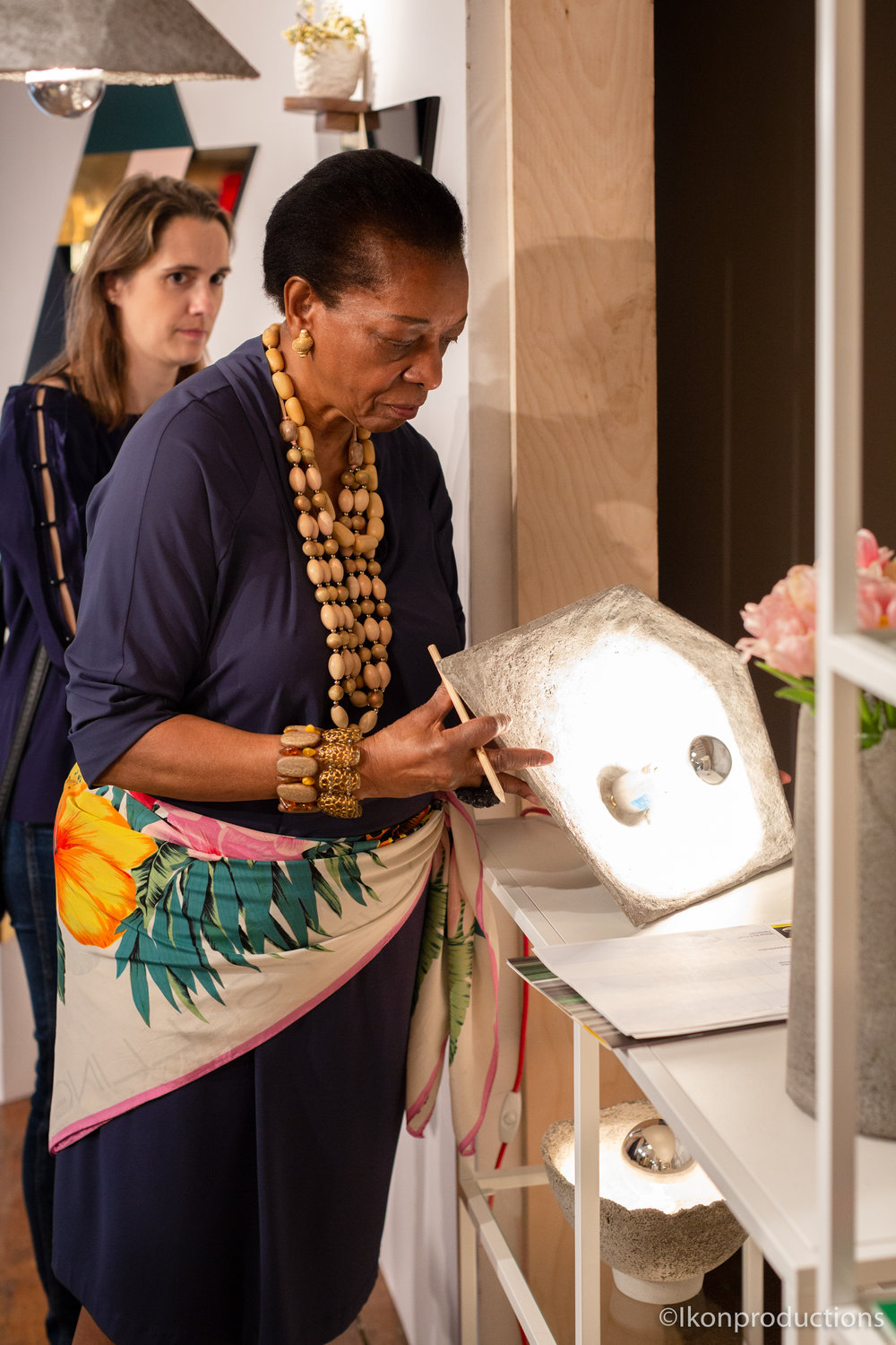 Marva Griffin inspects SHADOK table lamp