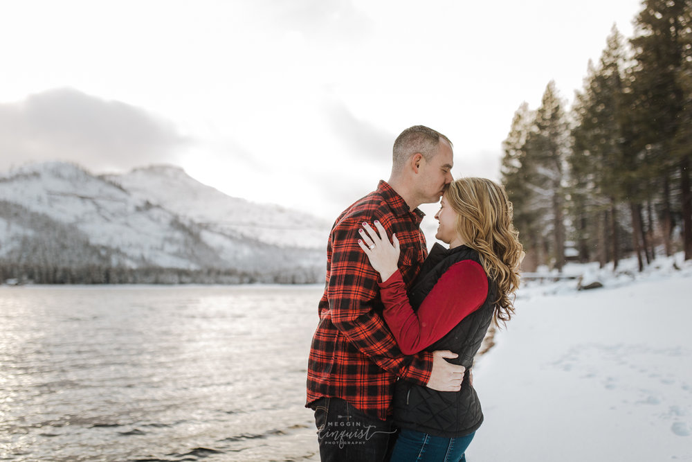 donner-lake-winter-engagement-session-reno-lake-tahoe-engagement-photograoher-6.jpg