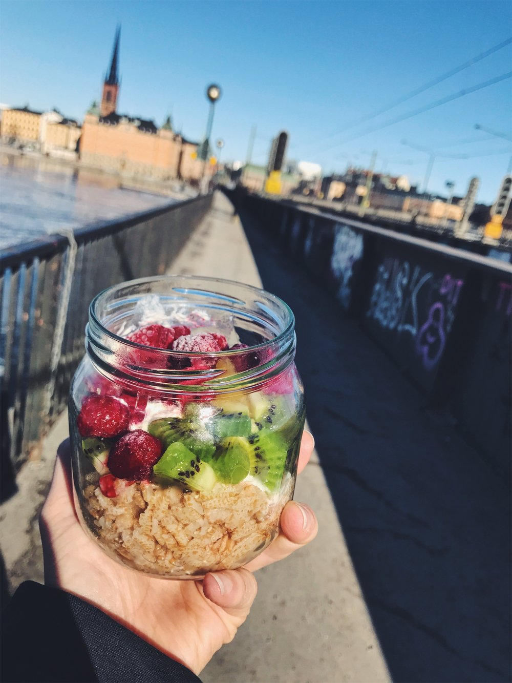 On-the-go oatmeal, fruit & yogurt jar