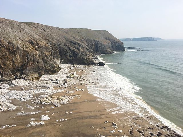 Another nice day in Penally 👍 #Pembrokeshire #seacliffclimbing #guide @ami_professionals