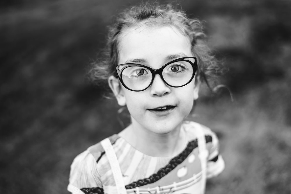 Black_and_white_portriat_of_Brisbane_girl_in_glasses.jpg