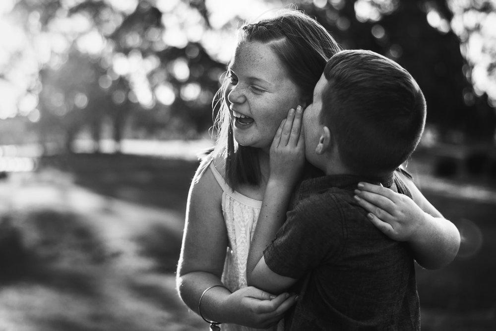 photograph_of_siblings_laughing