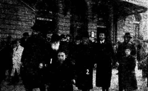 The Rabbi of Kromolow (1) and the Rabbi of Zawiercie, Rabbi Shlomo Elimelech Rabinowitz (2) coming out of Katowicz railway station [zawiercie Book of Remembrance]
