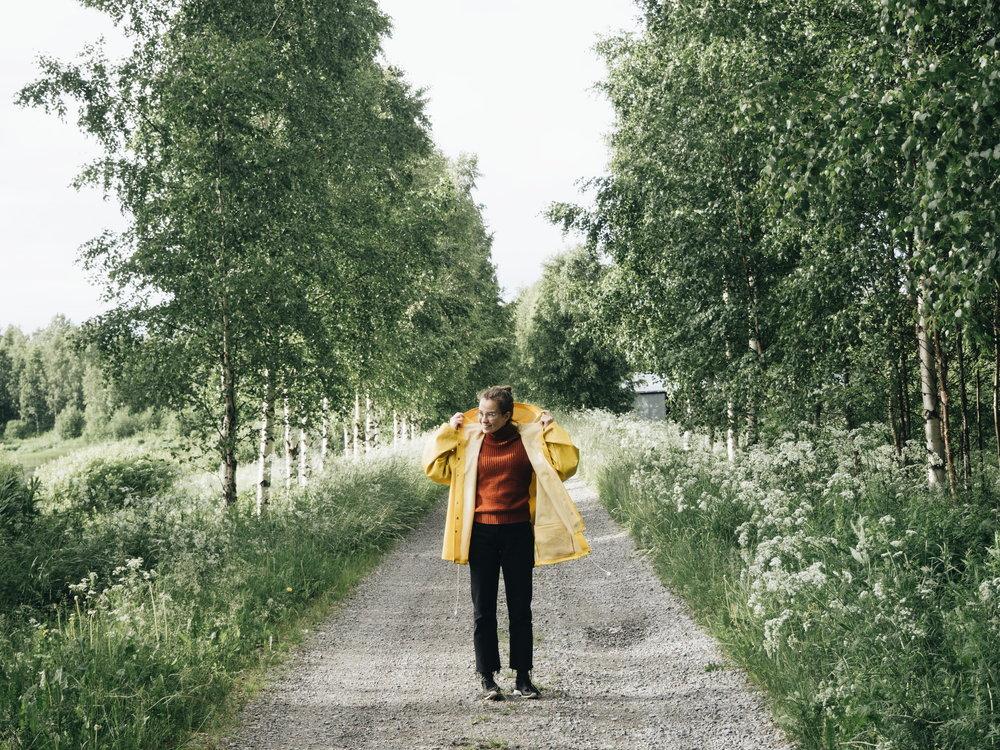 pauliinaskarr-outdoor-keltainen-sadetakki
