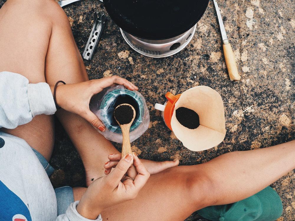 kahvinkeitto-ulkona-adventure-coffee-pauliinaskarr