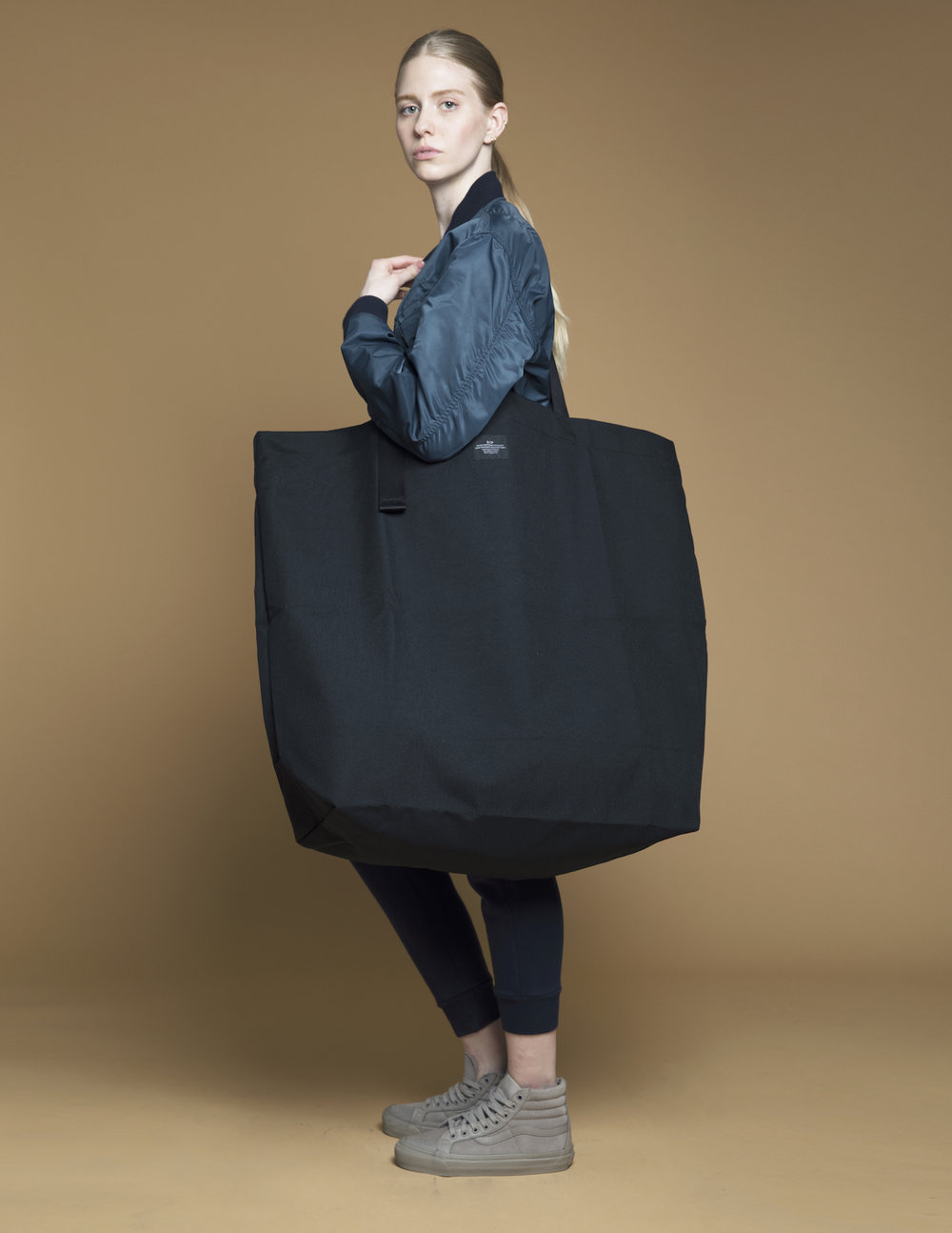 OVERSIZED TOTE -