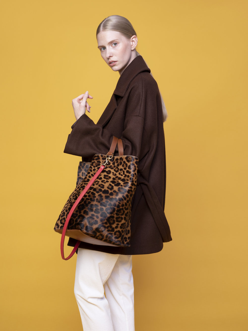 SIDE HANDLE TOTE -