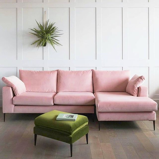 This is DEFINITELY where I want to spend this snowy weekend. 😍❄️Also do you know what's great about having a PR team? If you cancel due to inclement weather, text us and we do the rest. ❄️☃️ #couchgoals #vintage #snowdays #socialoutput