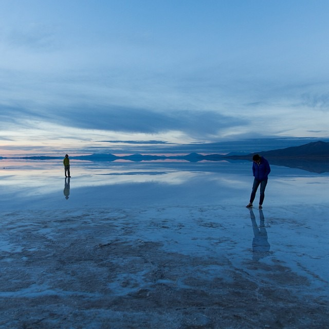 Reflections and the sunrise at sometime between 4 and 5 am on the salt flats    #antarcticaordie (at Salar De Uyuni, Bolivia)
