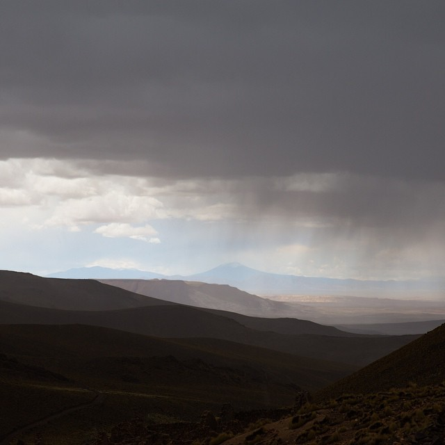 The landscapes in Bolivia are absolutely breathtaking. At nearly 16,000 ft above sea level, we visited some Inka ruins and got caught in a nasty hailstorm. I was only wearing a t shirt but at least I walked away with this image. #valelapena #antarcticaordie (at Bolivia)