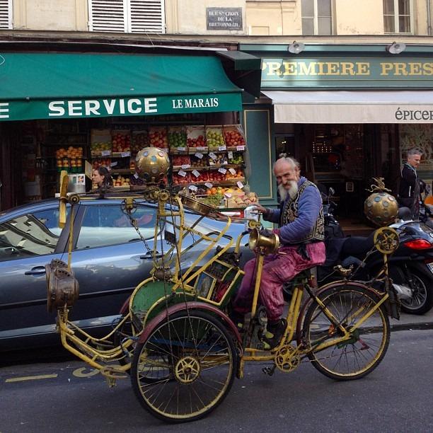 The coolest #Parisian dude ever #paris  (at Le Marais)