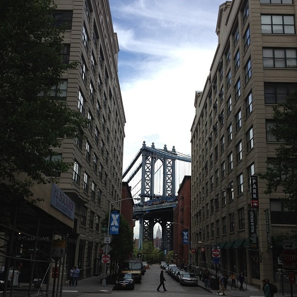 My new favorite spot #empirestateofmind #nofilter (at DUMBO)
