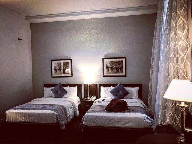 Room 441, pre-seance.