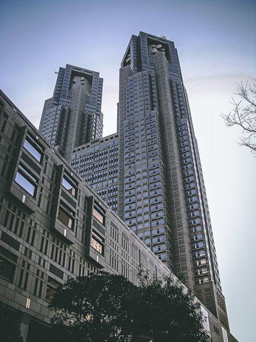 Visiter tokyo une semaine guide par jour par quartier shinjuku building japon asie blog voyage photographie