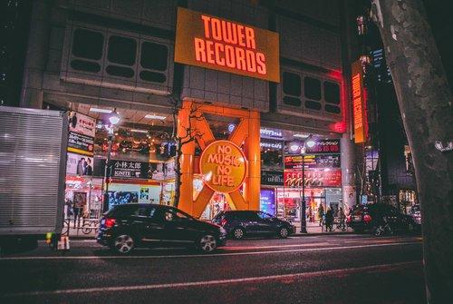 Visiter tokyo une semaine guide par jour par quartier shibya nuit avenue japon asie blog voyage photographie