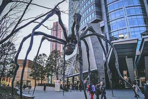 Visiter tokyo une semaine guide par jour par quartier roppongi sculpture maman japon asie blog voyage photographie