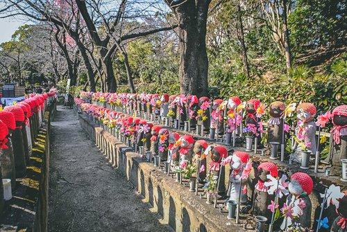 Visiter tokyo une semaine guide par jour par quartier zojoji jizo statuettes japon asie blog voyage photographi
