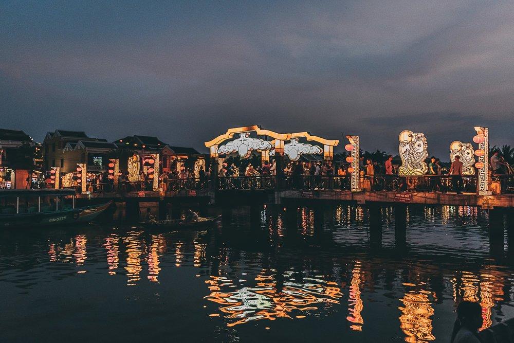 hoi an ville lanternes pont vietnam asie blog voyage photographie