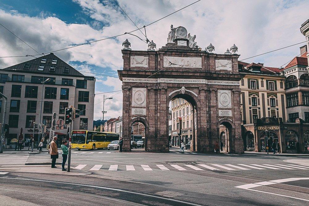 visiter innsbruck environs arc de triomphe road trip autriche europe blog voyage photographie