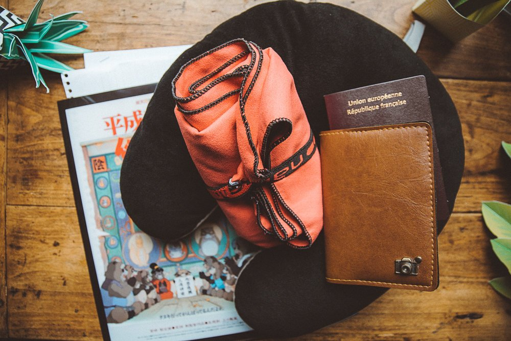 19 accessoires indispensables en voyage bagage cabine