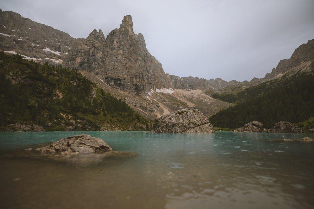 lac de sorapis sous la pluie
