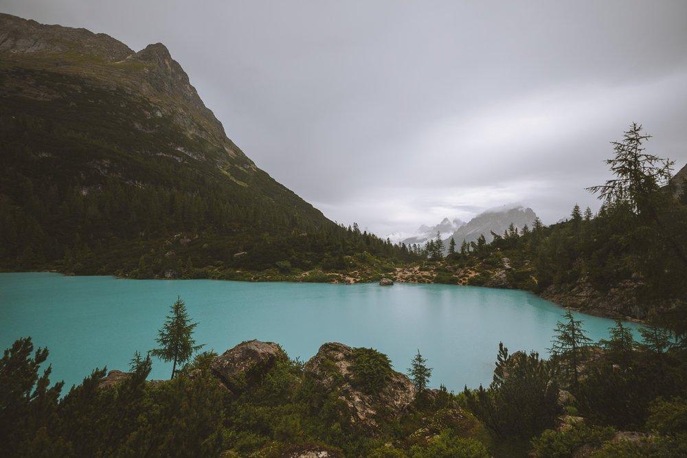 beaux lacs des dolomites
