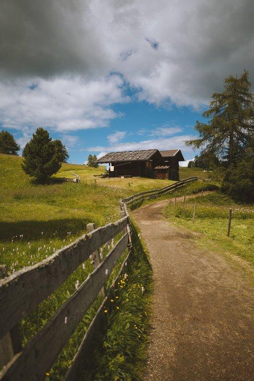 cabane en bois alpe di suisi