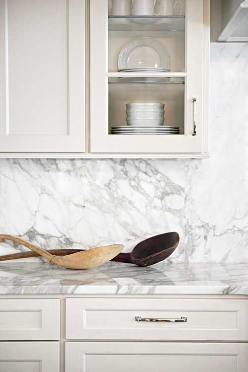 White Kitchen Cabinet With Marble Back Splash