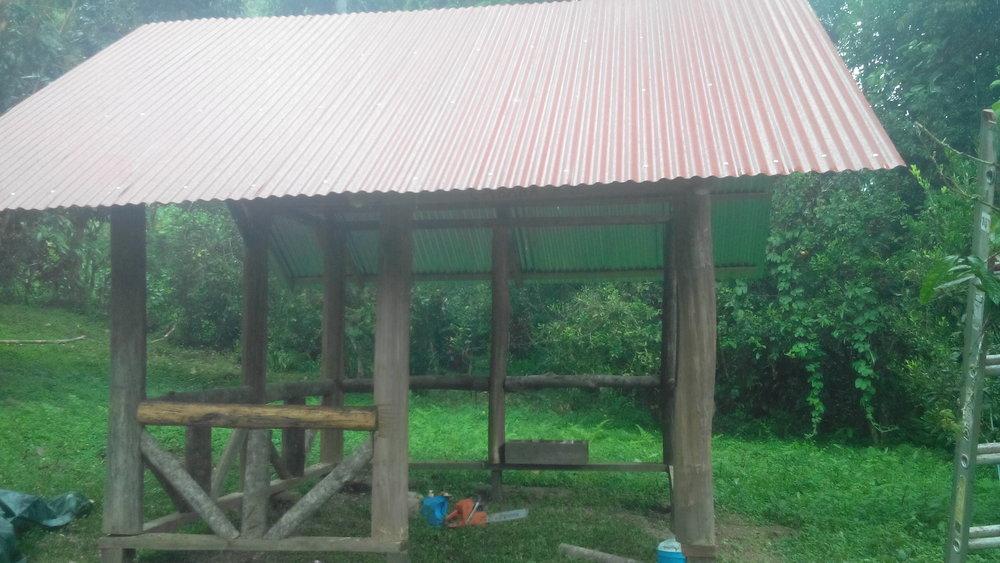 # 5 Camping. 1 Camper en un campamento de hierba con un techo de estaño ..... $ 20 por noche + Carpa (suministramos) Alquiler de $ 50 por la primera noche; TOTAL $ 70 por la primera noche, $ 20 por cada noche adicional.