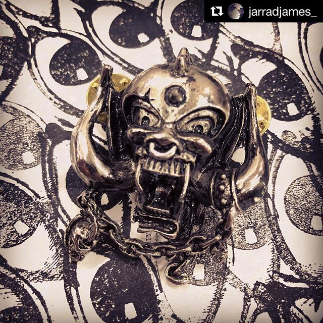 we are super inspired by everything @officialmotorhead what is your favorite song by the loudest band of all time?  #Repost @jarradjames_ ・・・ SNAGGLETOOTH . #motorhead #lemmy #rocknroll #metal #pin