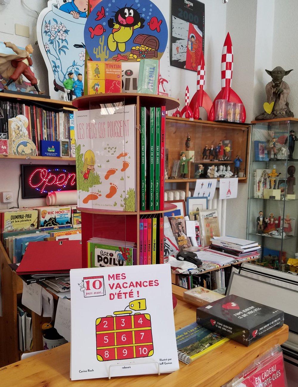 - Le livre est également disponible en librairie:à Lausanne - Suisse : Payot, Belphégor, Little Mailleà San Francisco : Charlie's Corner et autres librairies indépendantes de la ville