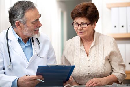 43659797_S_doctor_patient_senior.jpg