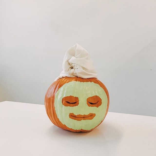 How I look when I'm treatin myself on #halloween 🧖🏽‍♀️ Pumpkin by @alilabelle 🎃 via @shopbando ☠️