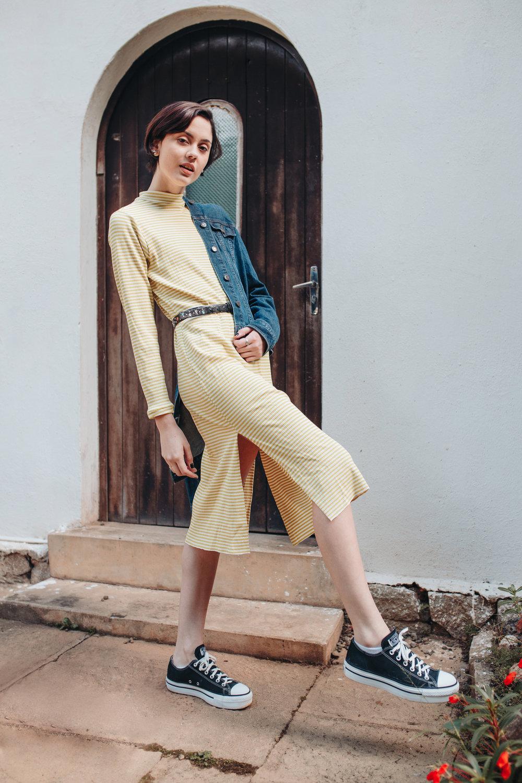 Vestido Maiara - vestido de malha canelada de listras nas cores branco e amarelo;disponível a pronta entrega no tamanho M; outras cores e tamanhos disponíveis sob encomendaR$ 80.00