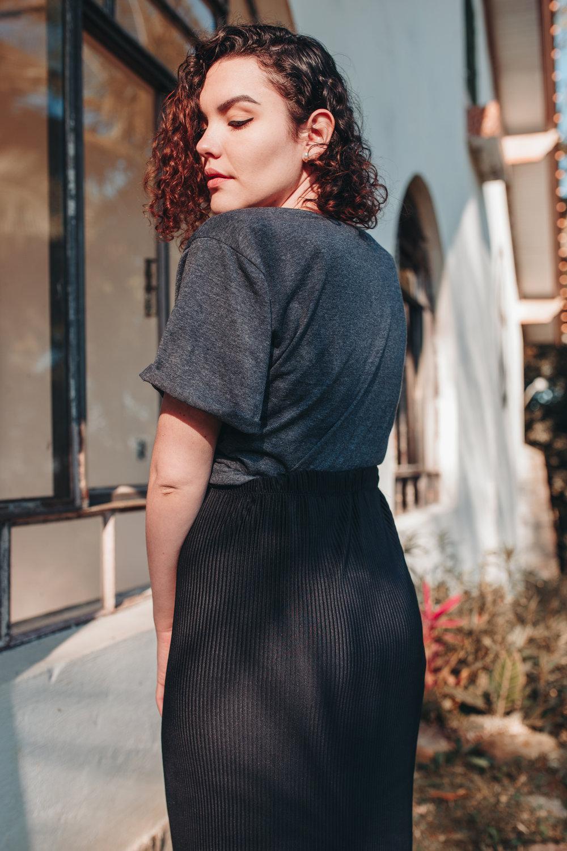 Saia Thainá - saia de malha plissada na cor preta com cós de elástico; disponível a pronta entrega no tamanho M; outras cores e tamanhos disponíveis sob encomendaR$ 50,00