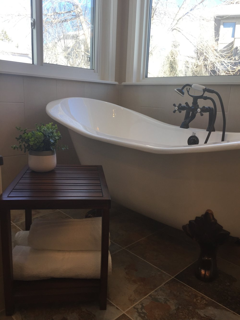 Pine View Road | Master Bathroom