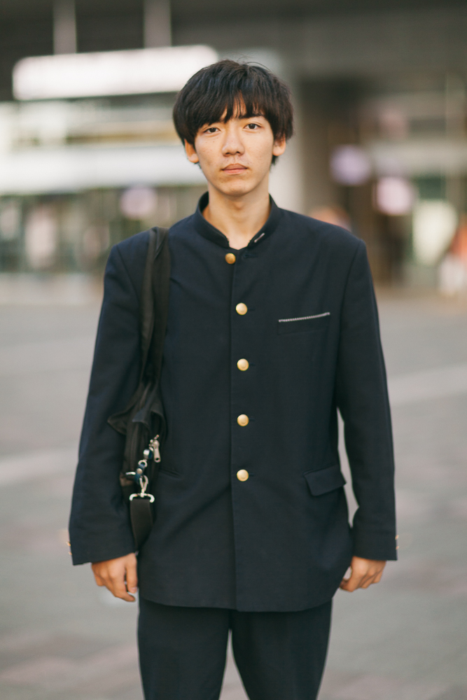 Takumi Kawanabe,  17 years old, he loves hearing music as a hobby, and his ideal future its leaving and having a business outside Japan. The most important thing for himself is having a fun life.