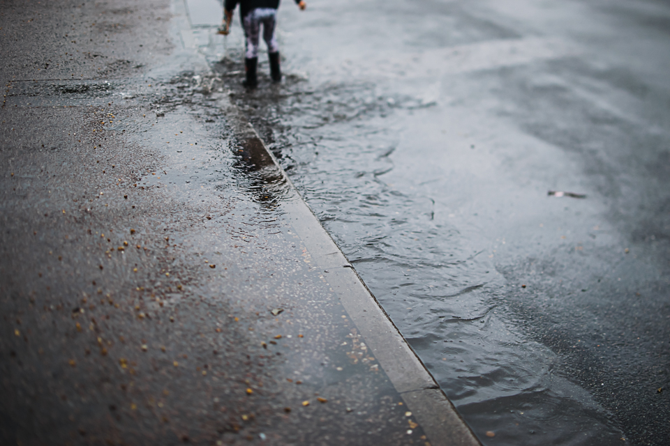 Diana Hagues Photography Freelensing summer adventures -  splashing puddles.jpg