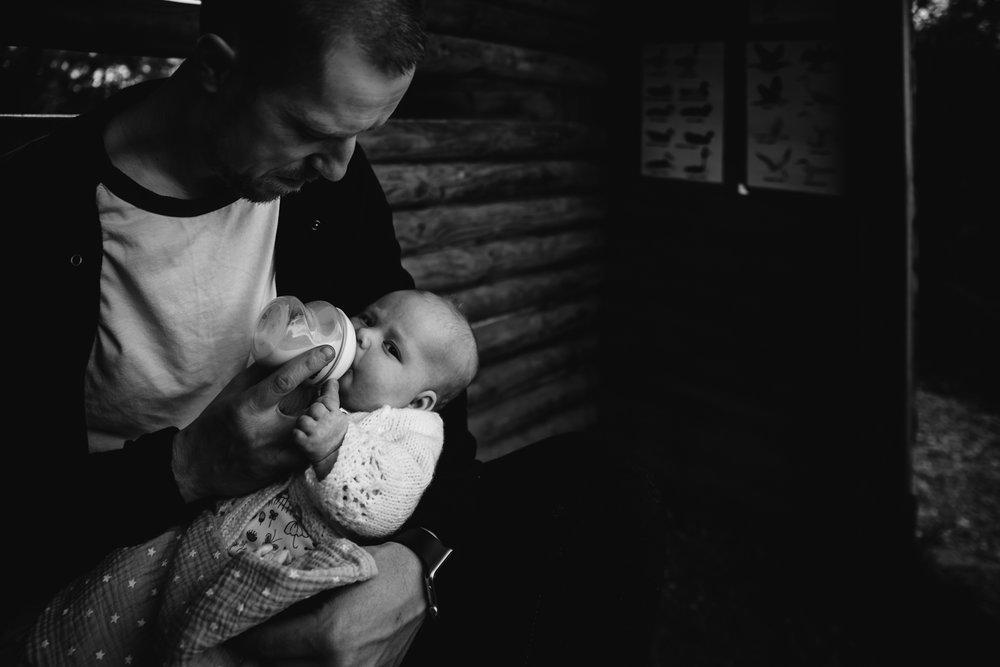 Documentary baby photographer - Outdoor autumn shoot - Diana Hagues Photography-6.jpg