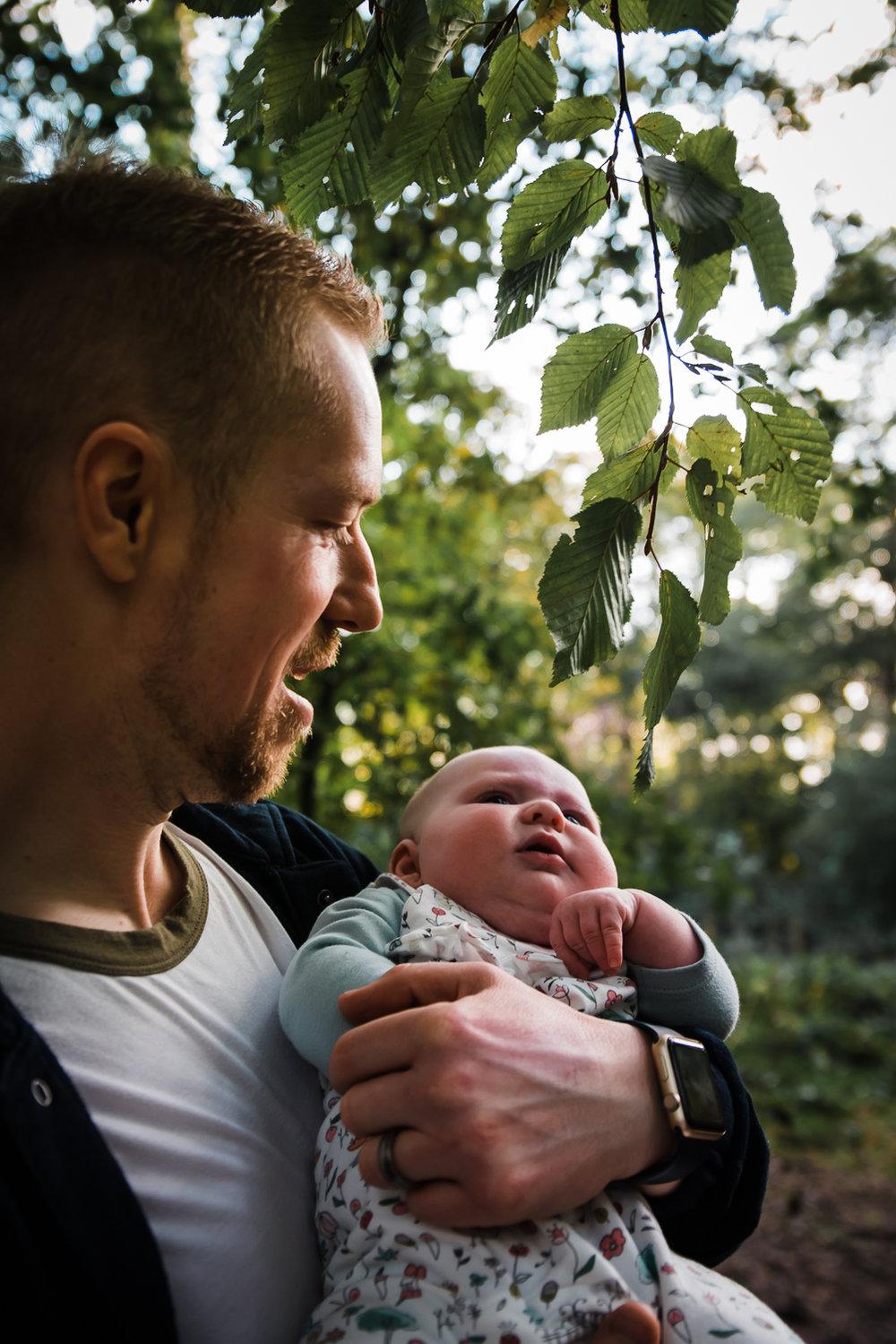 Documentary baby photographer - Outdoor autumn shoot - Diana Hagues Photography-11.jpg