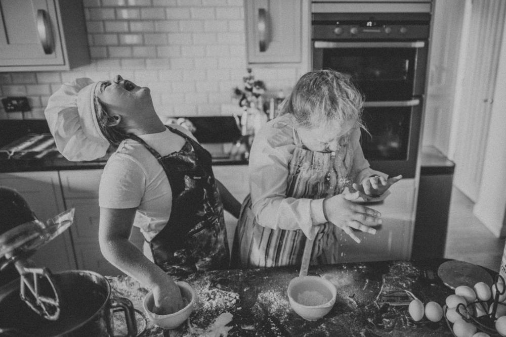 Girls in baking fun - Bubble Moon Photography.jpg