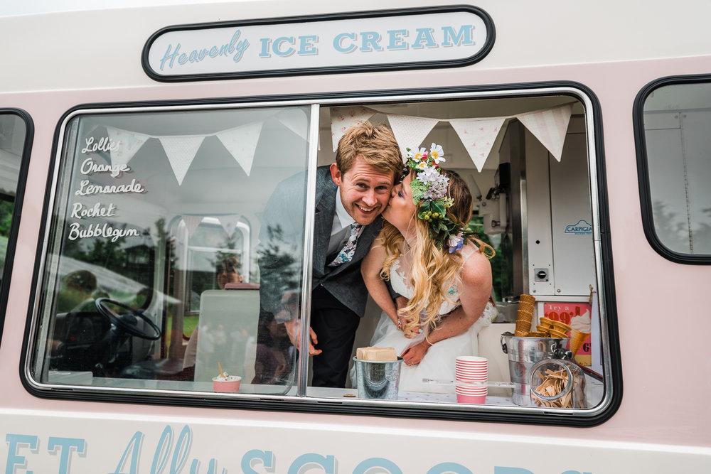 Cambridgeshire-Wedding-Photography-Sweetallyscoops-ice-cream-van.jpg