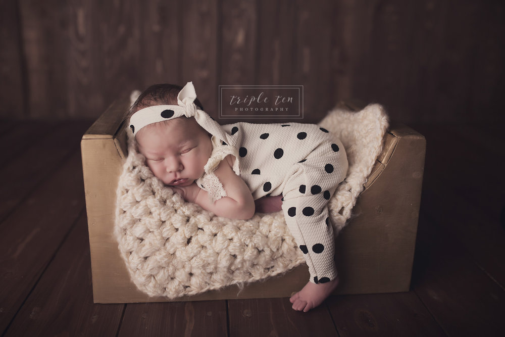 red deer photographer newborn.jpg