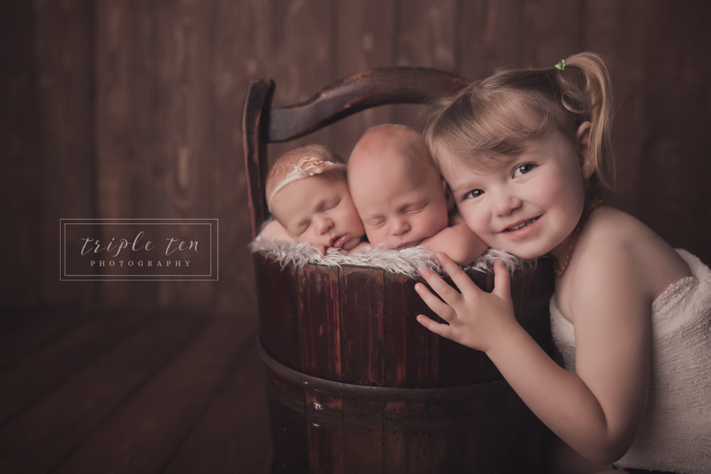 sibling shots red deer newborn photographer.jpg