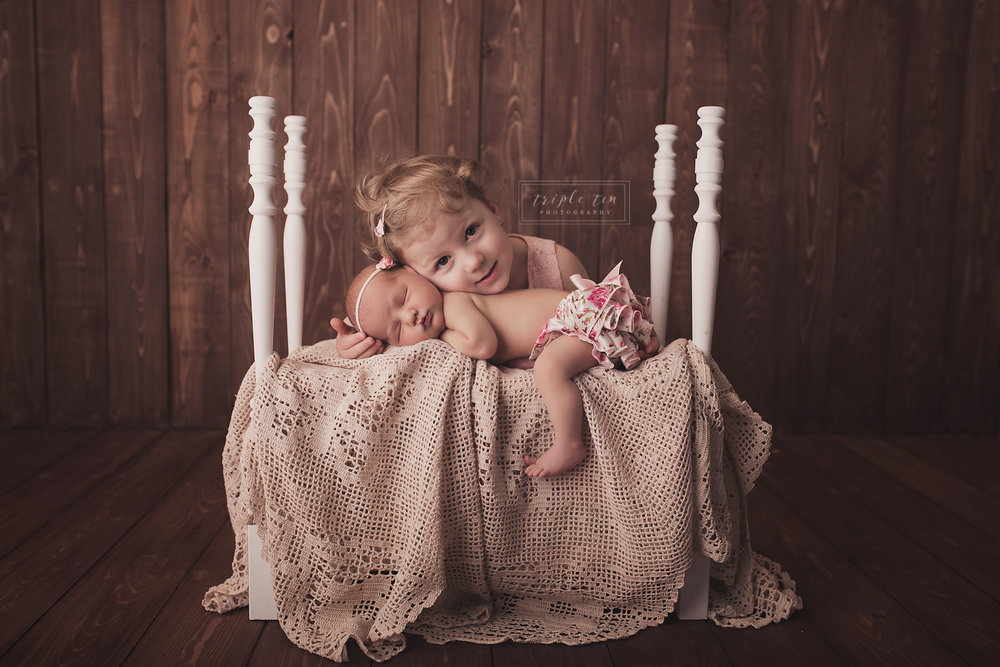 red deer sibling newborn photos.jpg