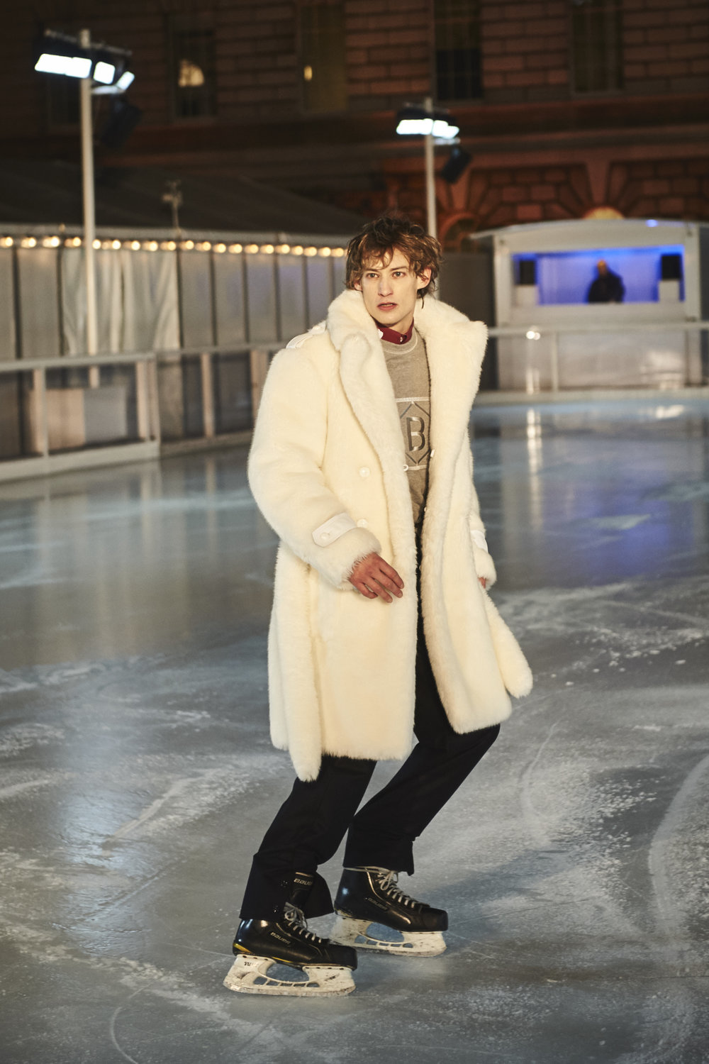 100_BandOfOutsiders_On_Ice_200.jpg