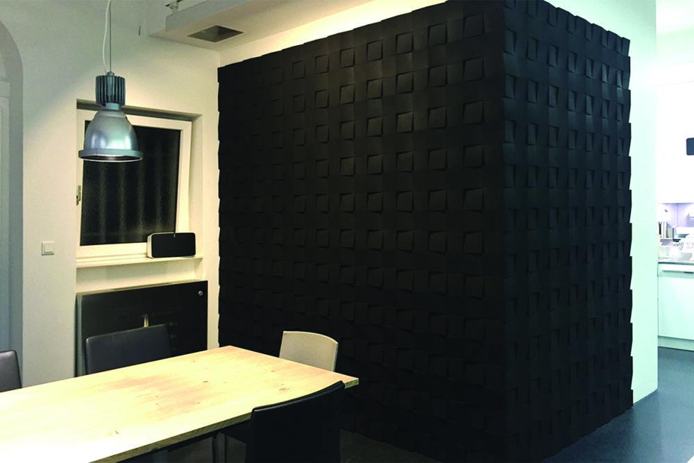 Organic Blocks - Chock Black - Stahldesign Wall corner.jpg