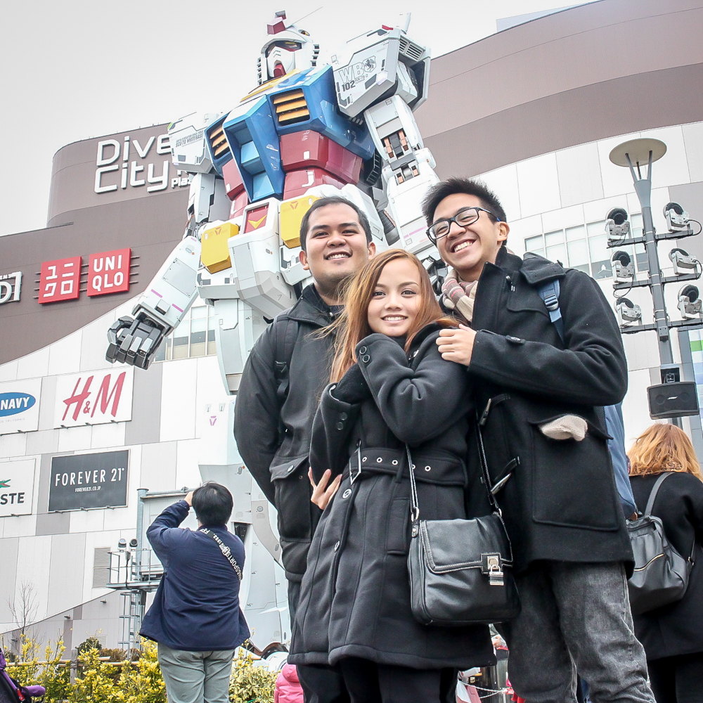 Gundam statue in odaiba with sir ahj