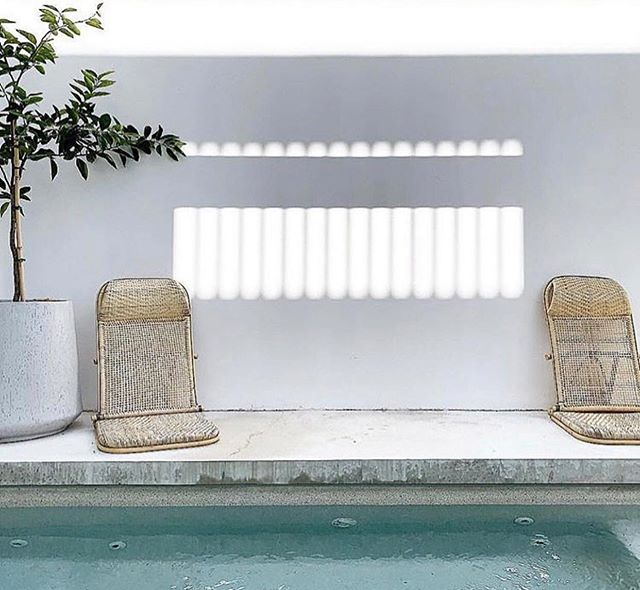 Who said your outdoor furniture needs to be limited to one area and use. These rattan chairs by @eastandwander are perfect from poolside to beach. Photo: @mon_palmer